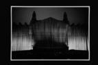 Verhüllung des Reichstags durch Christo 1995. Fotografie: Barbara Klemm